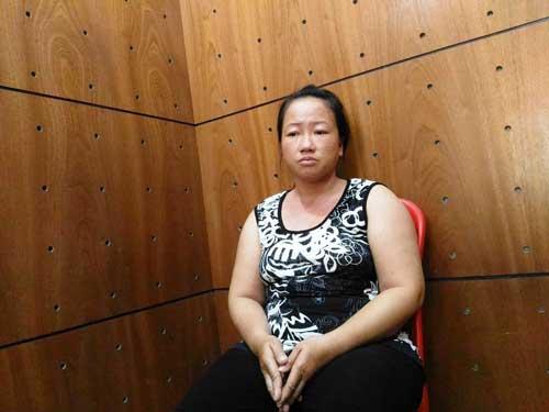 Người phụ nữ bị bắt khi đến Bưu điện TP.HCM rút tiền - 1