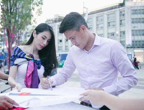 Cuộc sống vợ chồng Thuỷ Tiên lên truyền hình quốc tế - 7
