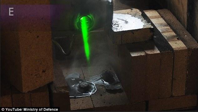 Anh trình diễn vũ khí laser cắt máy bay như cắt bơ - 1