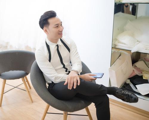 Hé lộ váy cưới cầu kỳ giá trăm triệu của vợ MC Thành Trung - 4