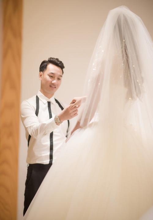 Hé lộ váy cưới cầu kỳ giá trăm triệu của vợ MC Thành Trung - 5