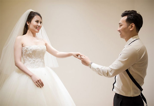 Hé lộ váy cưới cầu kỳ giá trăm triệu của vợ MC Thành Trung - 2