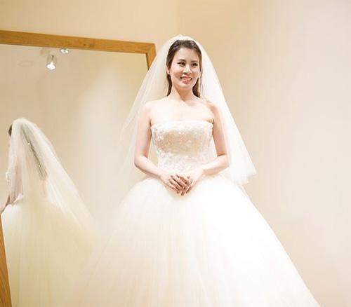 Hé lộ váy cưới cầu kỳ giá trăm triệu của vợ MC Thành Trung - 6
