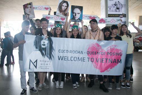 """""""Siêu mẫu số 1 thế giới"""" Coco Rocha bị fan Việt vây kín - 1"""