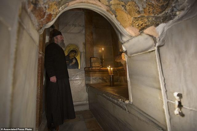 Lần đầu mở hầm mộ chôn cất Chúa Jesus cho khách vào thăm - 4