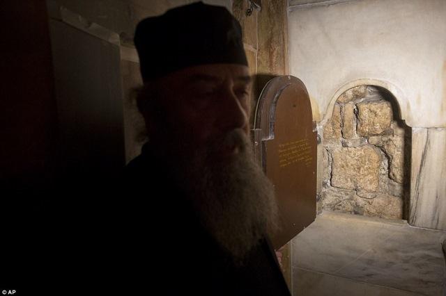 Lần đầu mở hầm mộ chôn cất Chúa Jesus cho khách vào thăm - 2