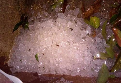 Mưa đá xuất hiện ở nhiều nơi, thời tiết có gì bất thường? - 1