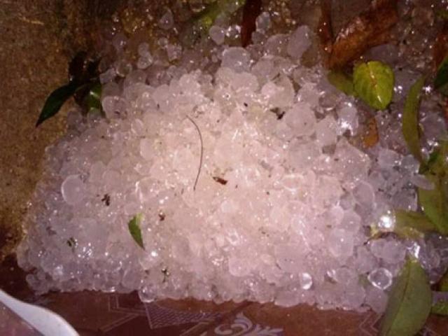 Mưa đá xuất hiện ở nhiều nơi, thời tiết có gì bất thường?