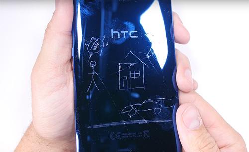 """Video: """"Củ hành"""" HTC U Ultra bản sapphire - 2"""