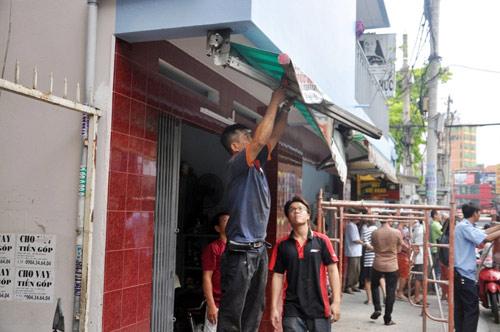 Ông Đoàn Ngọc Hải chỉ đạo đập trụ sở khu phố 2 tầng chiếm vỉa hè - 13
