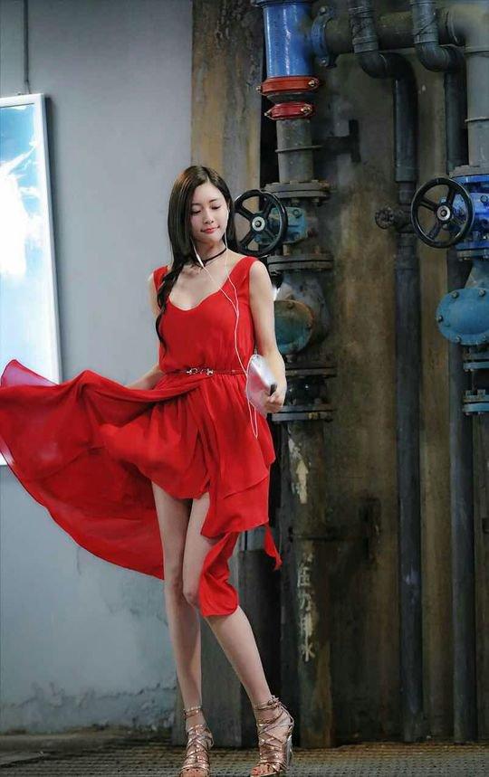 """Chỉ một pha tốc váy, chân dài này lập tức thành """"nữ thần"""" - 9"""