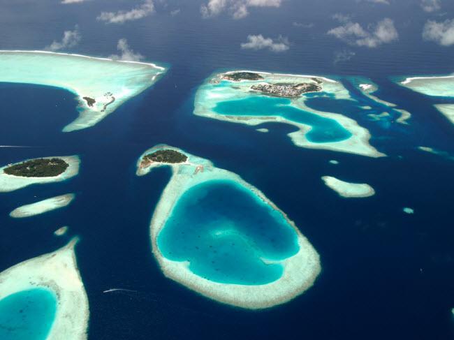 Ảnh toàn cảnh chụp từ trên cao các khu nghỉ dưỡng ở & nbsp; Maldives.
