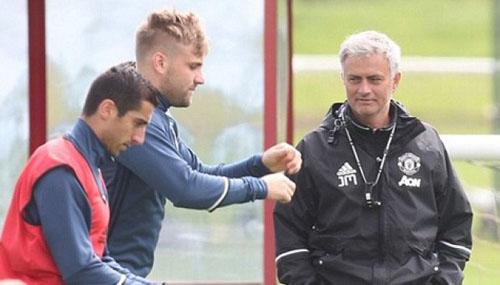 """MU """"hành xác"""" 9 trận/tháng: Tội vạ đâu, Mourinho chịu - 2"""