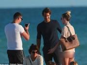 """Federer ngượng """"chín mặt"""" đối diện fan nữ có 1 không 2"""