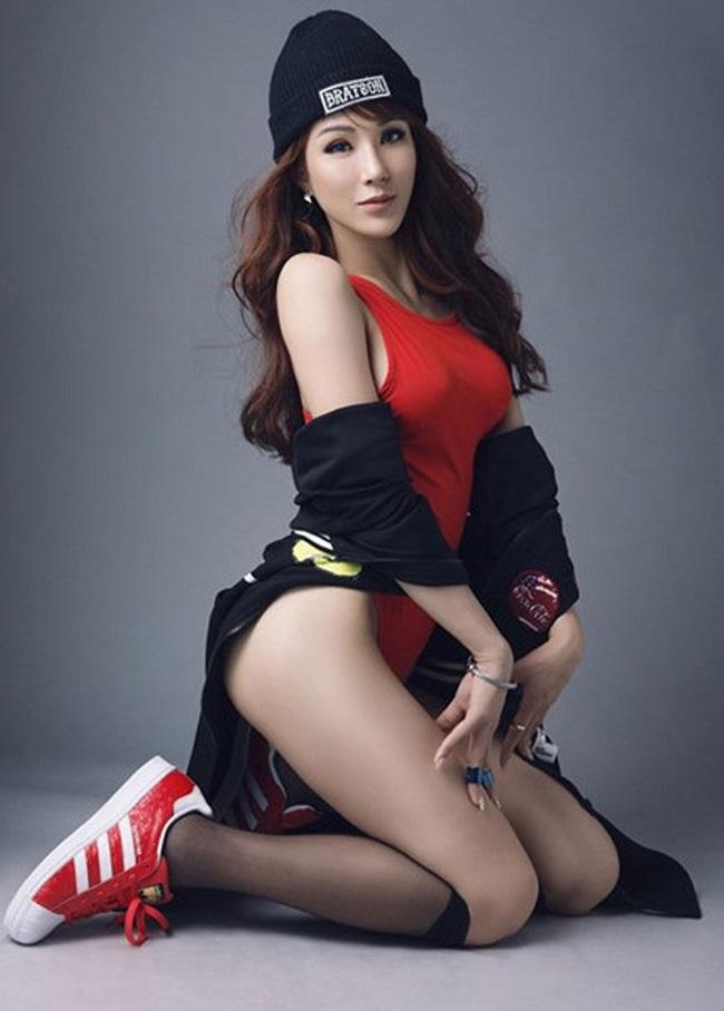 Mãi đến khi tham gia chương trình Cuộc đua kỳ thú và giành giải quán quân thì Diệp Lâm Anh mới được nhiều người biết đến. Cô nàng sở hữu gu mặc sexy ngay từ những ngày đầu bước chân vào showbiz.