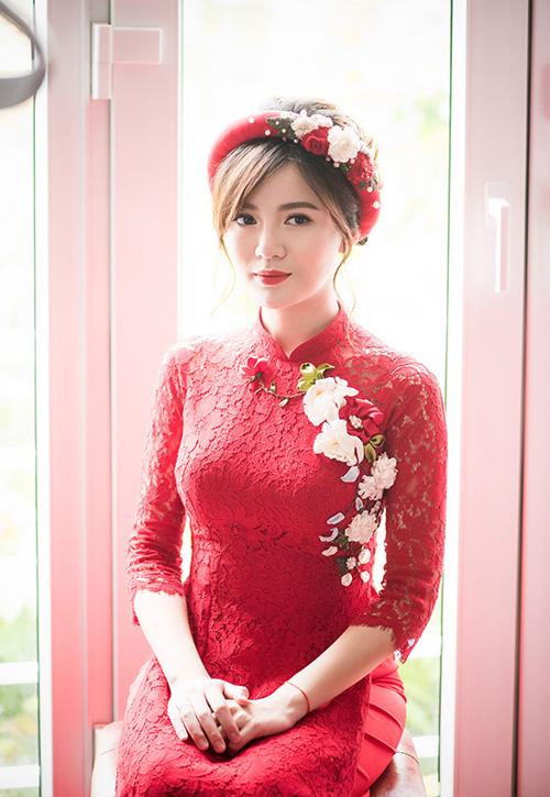 Hot girl MU Tú Linh hôn chồng say đắm trong lễ ăn hỏi - 2