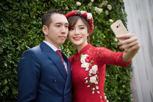 Hot girl MU Tú Linh hôn chồng say đắm trong lễ ăn hỏi - 1