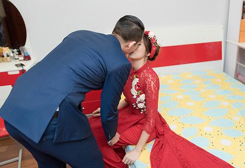 Hot girl MU Tú Linh hôn chồng say đắm trong lễ ăn hỏi - 3