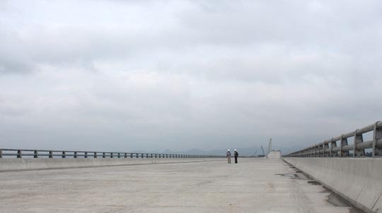 """""""Đột nhập"""" công trường cây cầu vượt biển dài nhất Việt Nam - 8"""