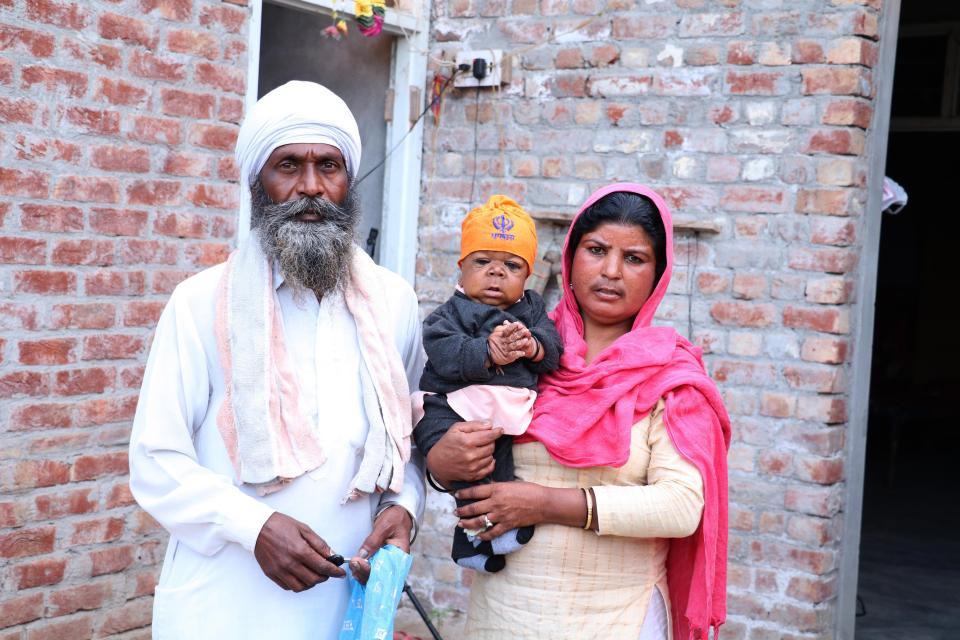 Người đàn ông tí hon, cao 58cm được tôn là thần ở Ấn Độ - 2