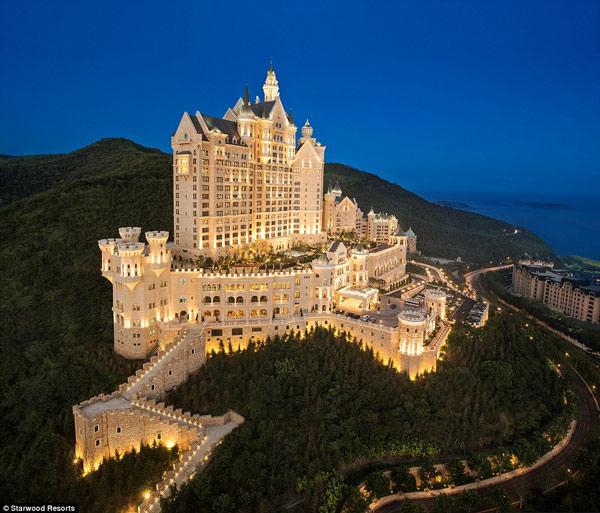 Chiêm ngưỡng khách sạn sang chảnh đẹp tựa lâu đài cổ tích - 1