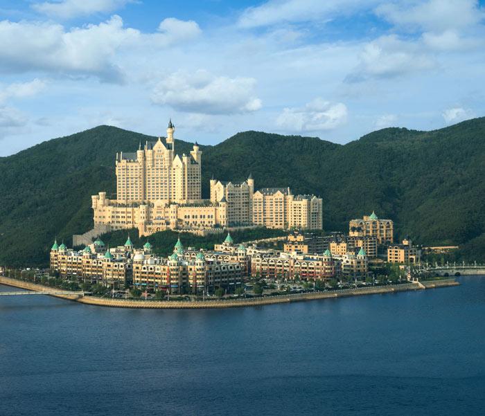 Chiêm ngưỡng khách sạn sang chảnh đẹp tựa lâu đài cổ tích - 2