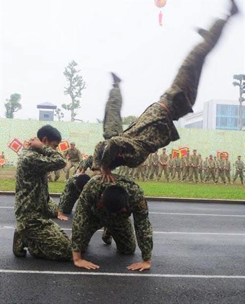 Những tuyệt kỹ võ thuật của đặc công Việt Nam - 10