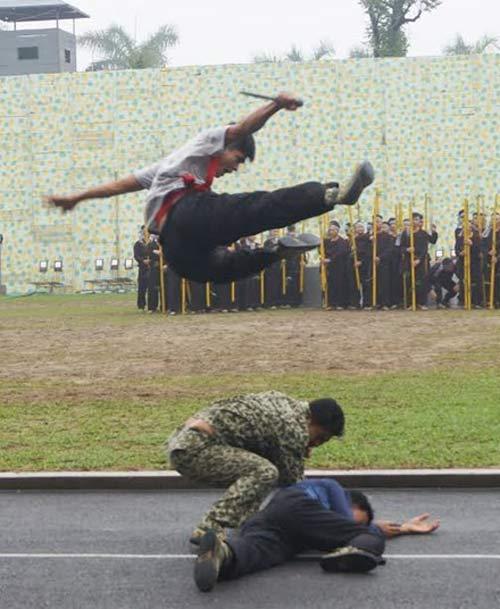Những tuyệt kỹ võ thuật của đặc công Việt Nam - 12