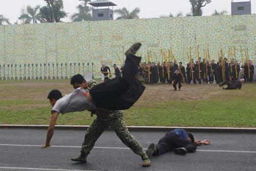 Những tuyệt kỹ võ thuật của đặc công Việt Nam - 13