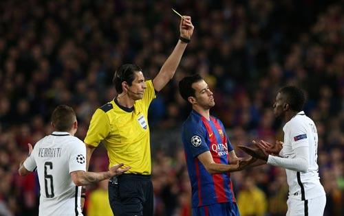 Trọng tài thảm họa trận Barca - PSG: Fan cãi vã kịch liệt vì UEFA - 2