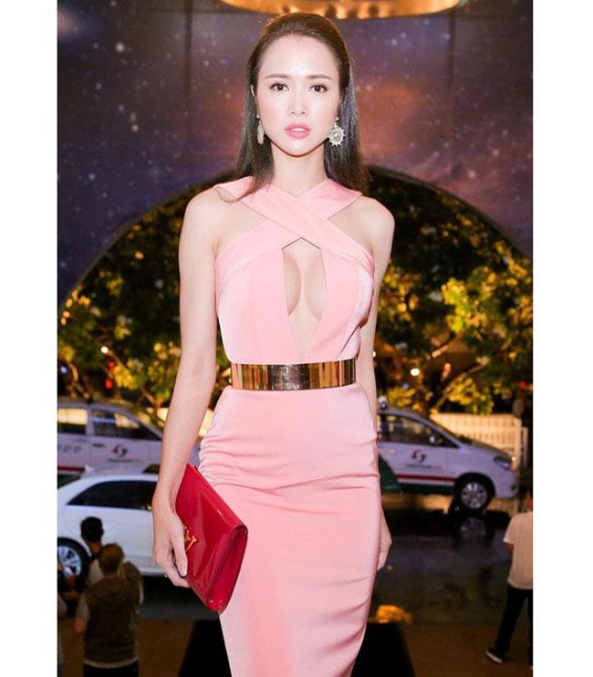 Tại thời điểm đi thi hoa hậu, Ngọc Anh sở hữu chiều cao 1m69, cân nặng 47kg và số đo 3 vòng 77-61-87 (cm). & nbsp;