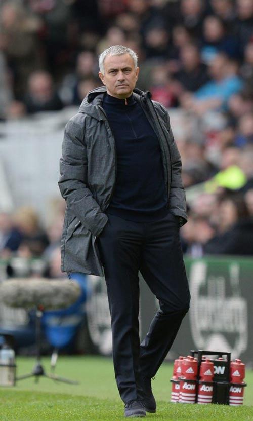 """MU: Mourinho """"bóng gió"""" Pogba, chê cầu thủ trẻ ranh - 1"""