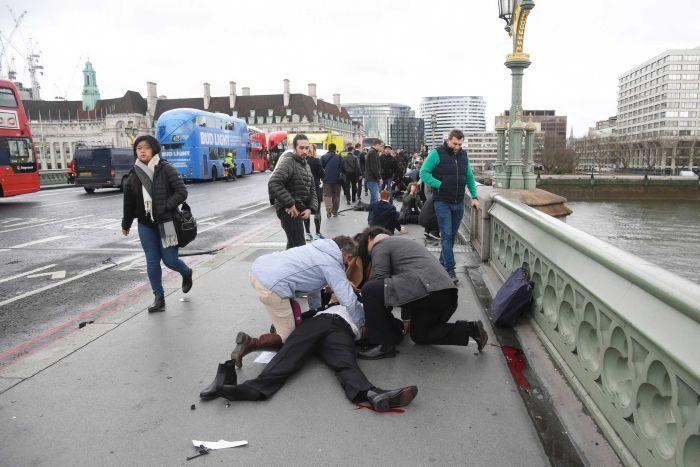 Anh: Nhảy xuống sông Thames tránh xe khủng bố lao như bắn - 2