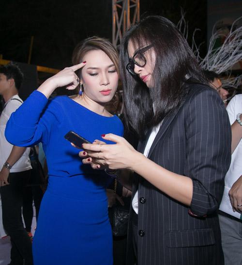 """Clip Mỹ Tâm say sưa hát theo Hoài Linh """"Dạ cổ hoài lang"""" - 3"""