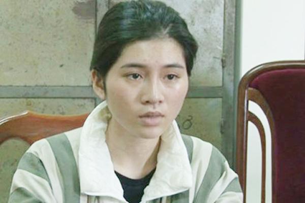 Cô gái xinh đẹp vượt 300km ra Hà Nội bán hàng cấm - 1