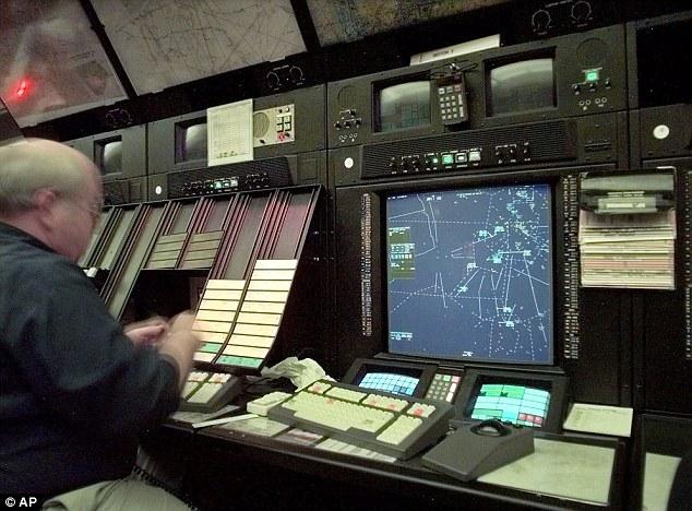 Báo Tây viết về kiểm soát không lưu VN ngủ gật khi trực - 1
