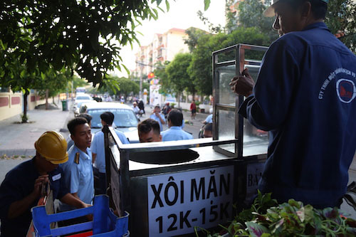 """""""Cuộc chiến"""" giành vỉa hè: TP.HCM tung quân xuống đường từ rạng sáng - 2"""