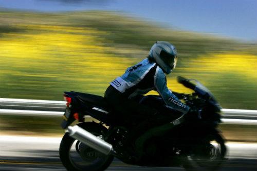 Top 10 nguy hiểm nhất lái xe môtô cần tránh (P2) - 3