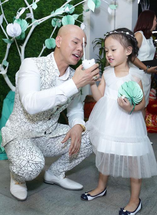 Con gái Phan Đinh Tùng xinh như công chúa hút mọi chú ý - 2