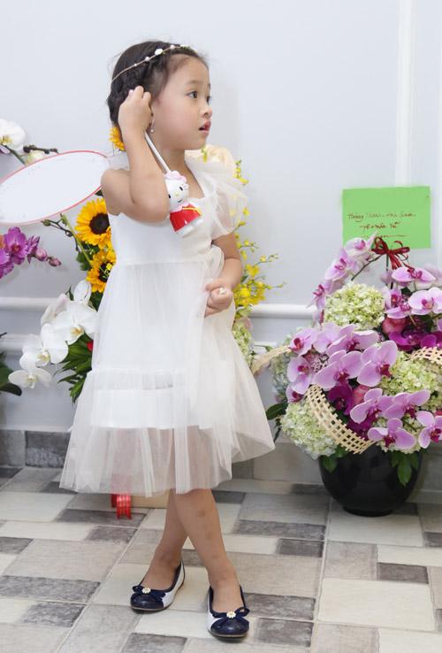 Con gái Phan Đinh Tùng xinh như công chúa hút mọi chú ý - 3