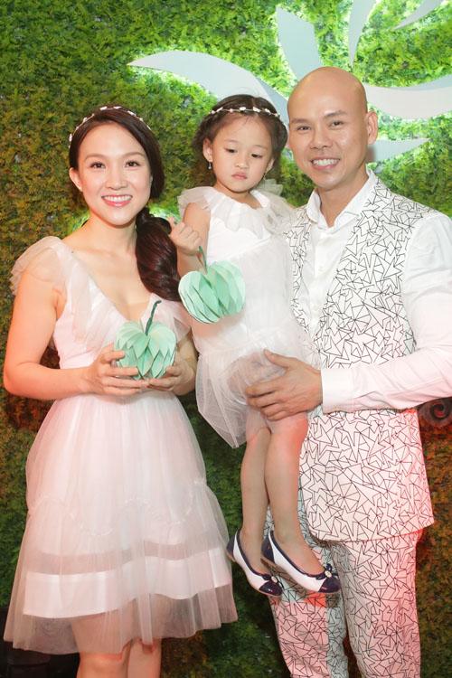 Con gái Phan Đinh Tùng xinh như công chúa hút mọi chú ý - 1