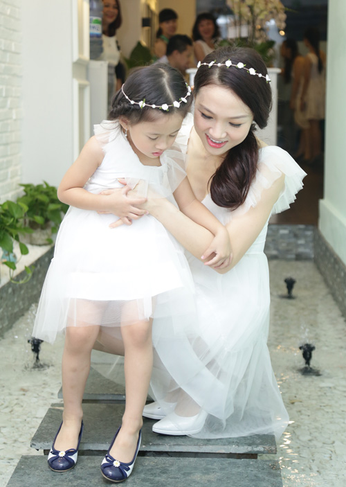 Con gái Phan Đinh Tùng xinh như công chúa hút mọi chú ý - 4