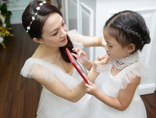 Con gái Phan Đinh Tùng xinh như công chúa hút mọi chú ý - 5
