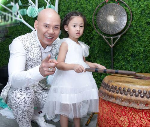 Con gái Phan Đinh Tùng xinh như công chúa hút mọi chú ý - 7