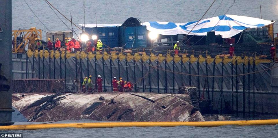 """HQ: Phà chìm khiến 300 người chết """"nổi lên"""" sau 3 năm - 2"""