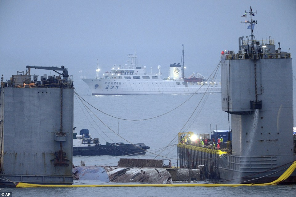 """HQ: Phà chìm khiến 300 người chết """"nổi lên"""" sau 3 năm - 1"""