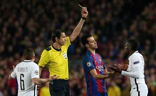 Nghi án trọng tài Barca - PSG: La Liga đá bóng kiêm thổi còi - 1