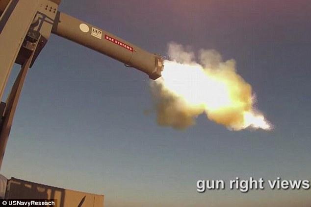 Xem siêu súng điện từ gấp 6 lần âm thanh của Mỹ khai hỏa - 1