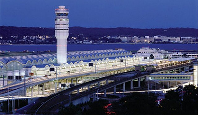 Nhân viên ngủ gật uy hiếp an toàn bay: Mỹ phạt thế nào? - 3