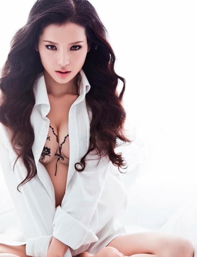 Gần đây, trong một bài phỏng vấn, Phương Trinh Jolie đã gây chú ý khi chia sẻ việc bị người yêu lâu năm đòi chia tay. Cô thừa nhận mình luôn quyến rũ phái mạnh nhưng cũng chính vì lý do đó mà cô không có tính chung thủy.